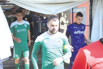 """Тримата най-опитни футболисти на орлетата в лазарета, """"Славата"""" празнува спасението"""