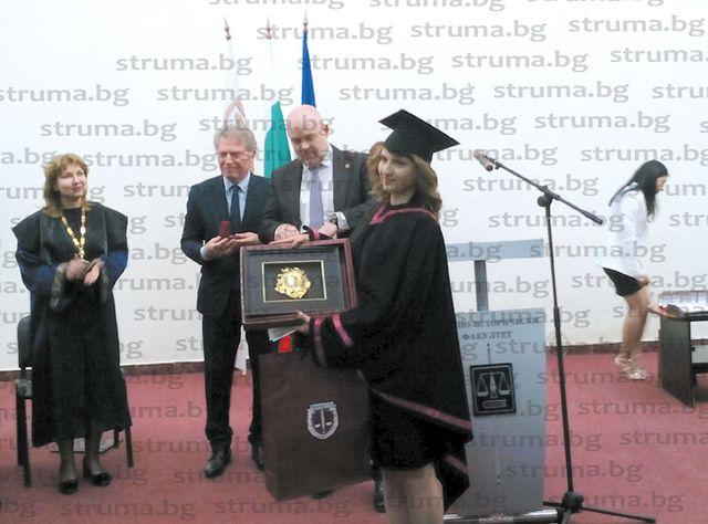 """360 абсолвенти на най-големия факултет на ЮЗУ """"Н. Рилски"""" - Благоевград се дипломираха"""