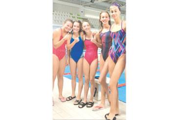 """Плувкиня на """"GD Sport"""" взе 8 медала от международен турнир в Бургас"""