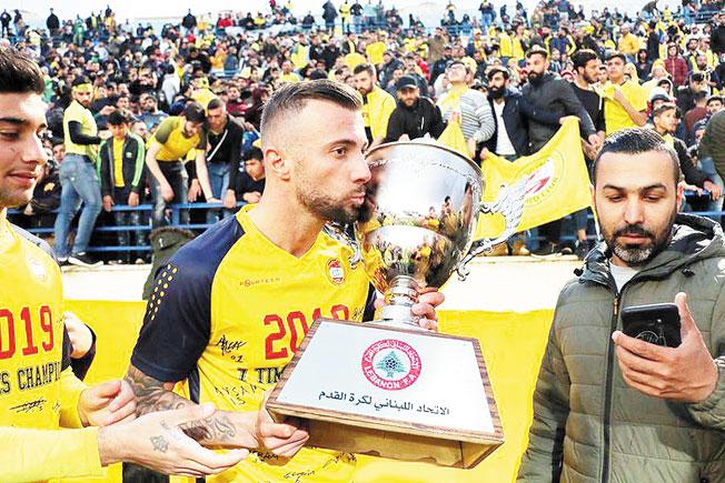 Таранът от Крупник М. Тошев вдигна шампионската купа в Париж на Близкия изток