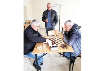 """Директорът на училището в Гърмен спечели шах мемориала """"А. Попов"""""""