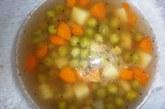 Бистра зеленчукова супа с грах