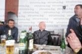 С печено агнешко, бира на корем и 5 оркестъра поевропейчените благоевградски роми отбелязаха 8 април