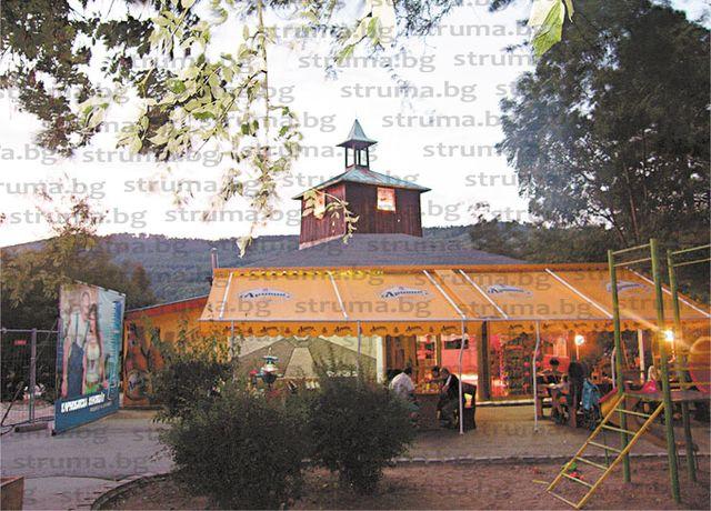 Дупничанка вдигна 4 пъти цената и спечели търга за наем на кафенето при часовниковата кула