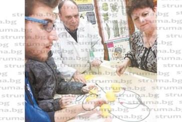 Кюстендилска учителка стигна до Испания, за да научи децата от Пето ОУ как се готви храна за астронавти