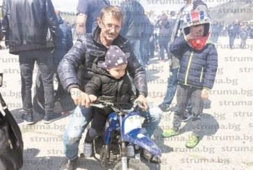 """Заради сватба на приятели """"Пиринските вълци""""  пропуснаха откриването на мотосезона в Благоевград, на което се стекоха 500 рокери"""