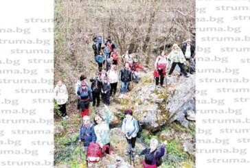 Кюстендилски туристи преодоляха денивелация от 500 метра и изкачиха Трънския Матерхорн