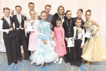 """Танцьорите на """"Импулс"""" с 4 титли от държавното първенство в Асеновград"""