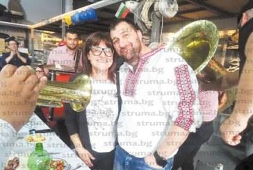 Оркестърът на Горан Брегович забавлява гостите на братовчеди рожденици