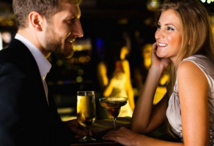 При първа среща мъжете не гледат прическата и грима на жената, а...