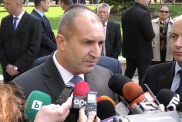 Президентът Румен Радев: Свикнах да ме пакетират