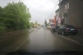 Пороен дъжд с градушка превърна пернишките улици в реки
