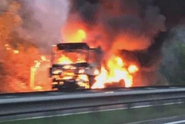 """Камион изгоря на магистрала """"Тракия"""""""