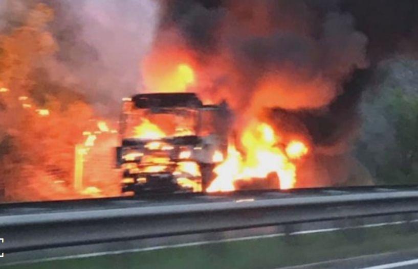 Камион изгоря на магистрала