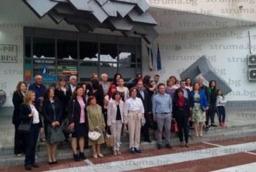 Със стилно тържество и коктейл учителите и учениците от Гимназията по туризъм и лека промишленост в Благоевград отбелязаха 50 г. от създаването на училището