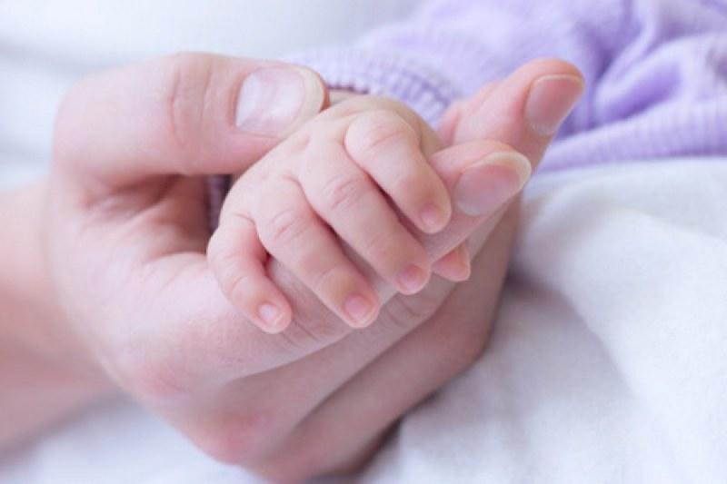 23-годишна стана най-маладата баба в света