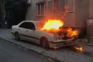 Лек автомобил пламна в Якоруда