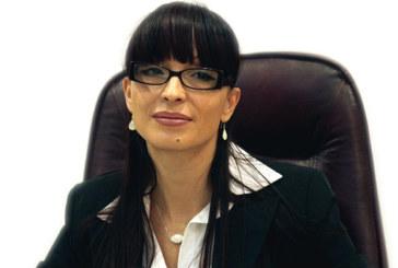 Притеснена от слухове за много безработни и никаква икономика, депутат Д. Савеклиева изиска справки от 2-ма министри и чу в % и евро, че Благоевград е повече от добре