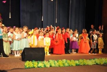 """Юбилеен концерт на малчуганите от три филиала на ДГ """"Радост"""" в Разлог"""