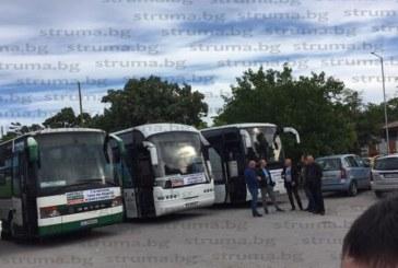 """Превозвачите от """"Струма 11"""" протестират с автошествие из улиците на Благоевград"""