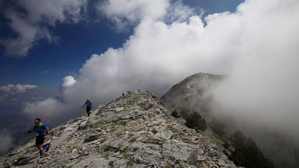 Мащабна операция за спасяване на българин в планината Олимп