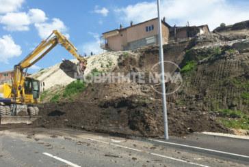 Нов булевард се срути  заради незаконен водопровод