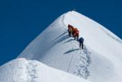 Още трима алпинисти загинаха на Еверест заради задръстване