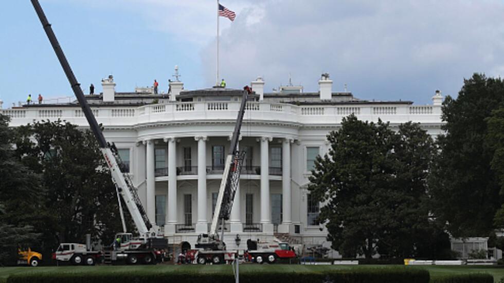 Мъж се самозапали близо до Белия дом