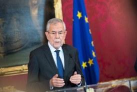 Президентът на Австрия уволни всички министри от крайната десница, без външния