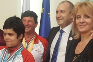 Президентът Радев скъси дистанцията с майката на Бербатов, гушна Маргарита