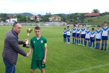 """14-г. таланти на ОФК """"Пирин"""" вдигнаха сребърната купа с рекордното 20:0, от титлата ги разделиха 2 т."""