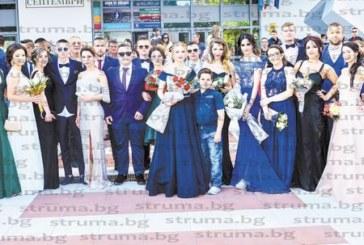 Абитуриенти от 10 училища показаха стил и класа на балната фиеста в Благоевград