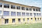 В с. Тополница гневни за ниската оценка от 26 000 лв. на селското училище, плашат с протести: Това е чиста кражба, обещано е на общински съветник