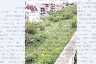 Ново сметище изникна в квартала на богатите в Благоевград, живеещите в района готвят подписка срещу среднощните дрифтове
