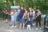 Депутатът Атанас Стоянов дарява пързалка на децата в санданското село Лешница