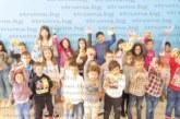 Наша традиция пуска корен в Испания! Директорът на българското училище в Тудела С. Атипов от Кочан организира за Великден час по боядисване на яйца за учениците