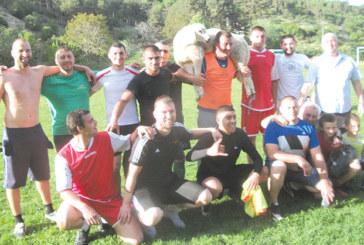"""Футболистите от квартал """"Моравска"""" спечелиха жив коч на турнира в Кресна"""