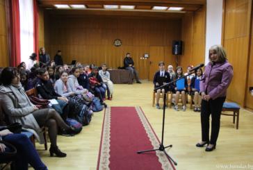 """С открит урок  """"Деца сме на Европа"""" ученици от Банско отбелязаха Деня на Европа"""