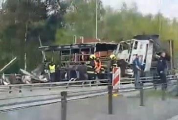 Тежка катастрофа край Прага, има загинал, много ранени /ВИДЕО/