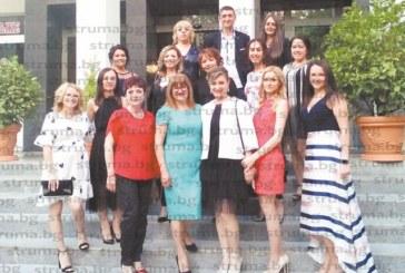 """Абсолвентите от първия випуск медицински сестри на ЮЗУ стигнаха до """"финалната права"""" с успех 5.70"""