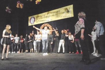 2 гимназии в Дупница изпратиха абитуриентите си