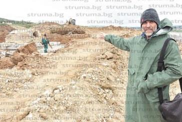 """Направиха бетонни постаменти за преместването на гробницата и пещите от разкопките на АМ """"Струма"""" край Покровник"""