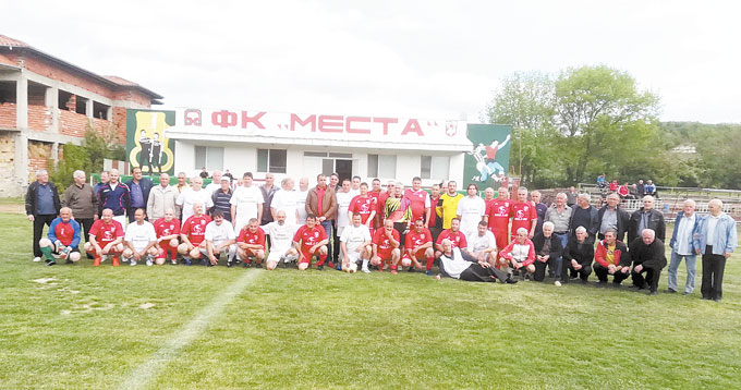 ВЪЛНУВАЩ ЮБИЛЕЙ! С две международни прояви и мач на поколенията отбелязаха 90 г. футбол в Хаджидимово