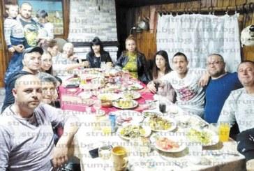 """С верни приятели на трапеза с печено агне шефът на СК """"Патриот"""" К. Чакъров празнува именния ден на сина си Георги"""