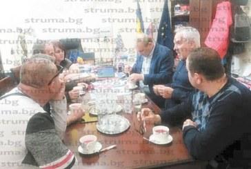 Частна визита по празниците! Екскметът на Петрич В. Илиев с хора от екипа си гостуваха на кмета на Миовени в Румъния