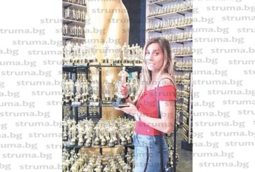 """Хаджидимовката Е. Попадинова се снима със звездата на """"Куин"""" в Холивуд"""