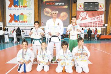 Най-малките каратеки от Сандански прибраха 12 медала в София