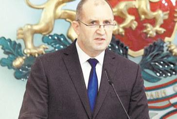 Президентът Р. Радев идва в Благоевград в неделя да поздрави абсолвентите на АУБ