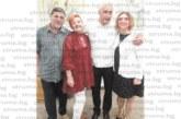 """Д-р Николай Нешев изненадан за 60-и рожден ден с """"лекарска"""" торта с форма на операционна маса"""