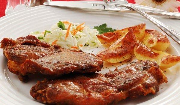 Апетитни свински котлети с топено сирене